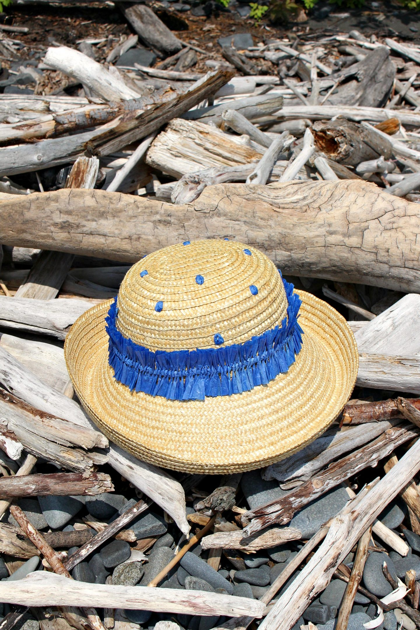 cde3b715ccfa9c ... how you can make your own DIY raffia embroidered straw hat. (P.S. that  turquoise nautical knot bracelet is a DIY too – here's the link to the  tutorial).