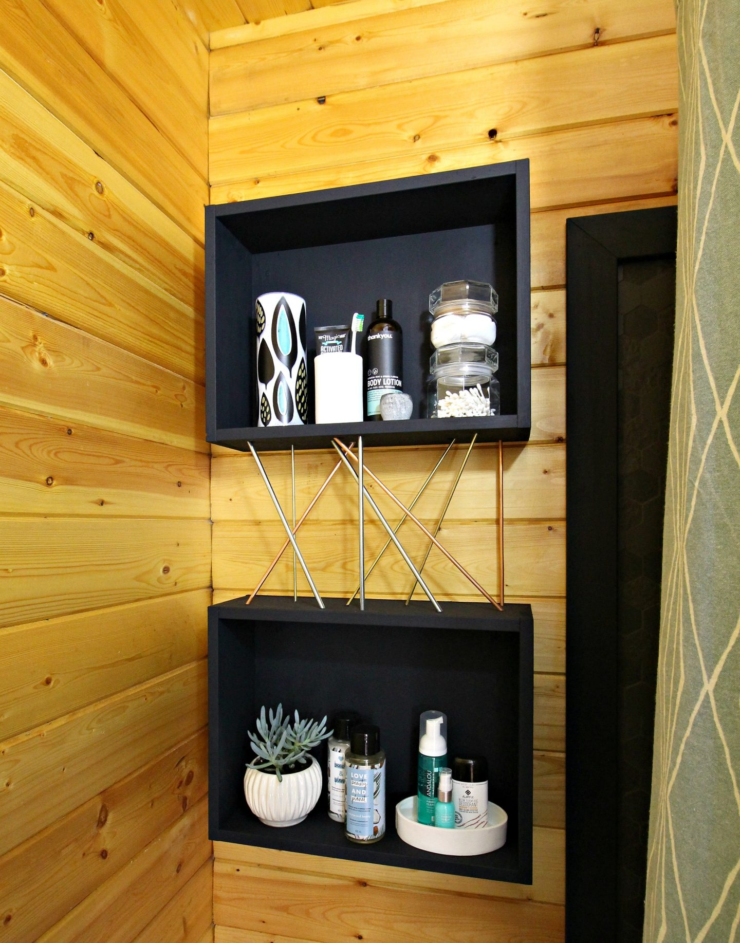 DIY Wood Storage Cubbies with Mid-Century Modern Inspired Metal Details #diy #diystorage #diywoodworking #bunkiebathroom