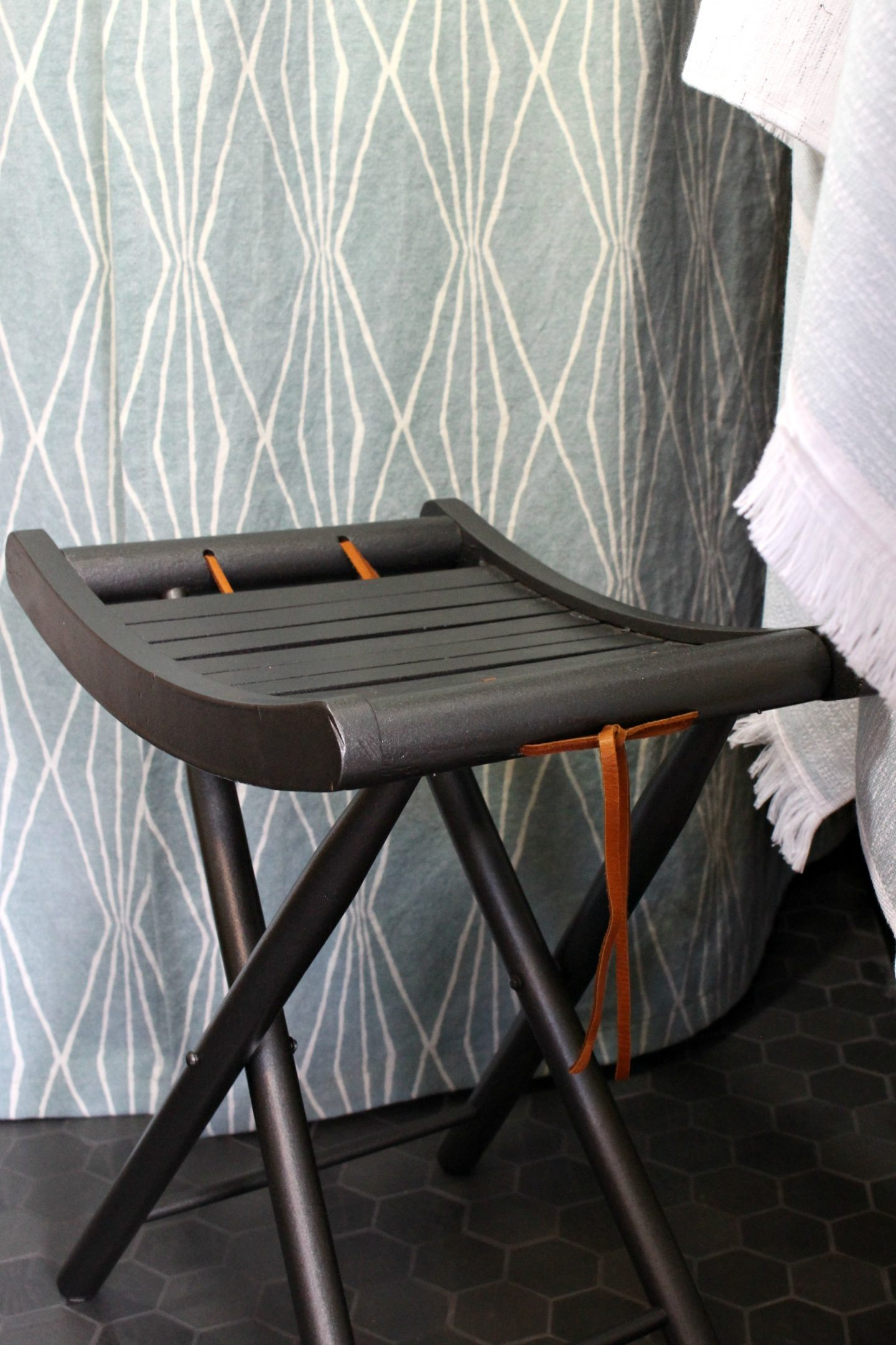 Retro Folding Stool Makeover   Before + After   Budget-friendly Furniture Makeover Vintage Upcycle Spray Paint Makeover #furnituremakeover #spraypaint #vintage