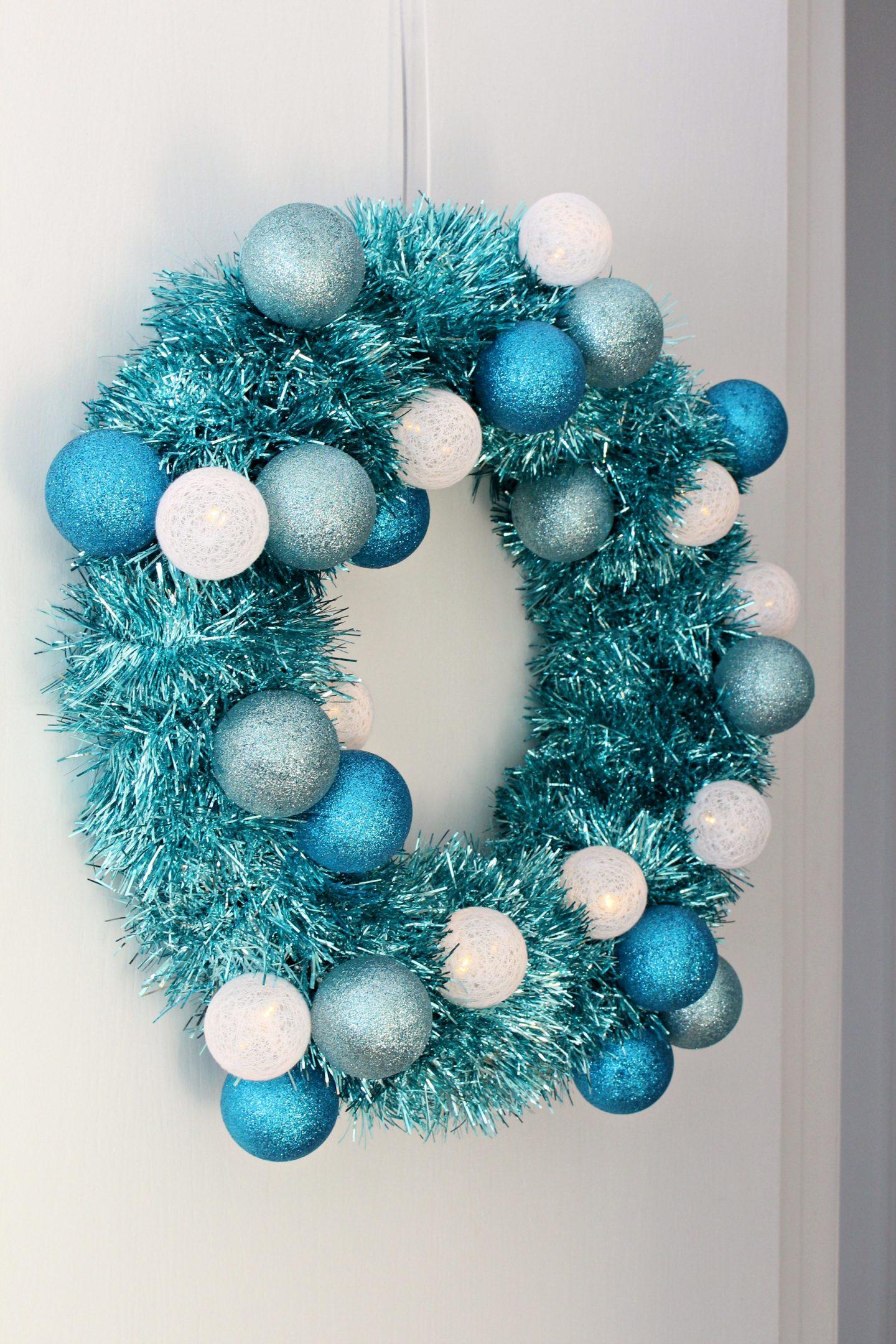 DIY Tinsel Wreath with Retro Vibes #diychristmas #tinsel #tinselwreath #retrochristmas Dollar Store Craft Ideas