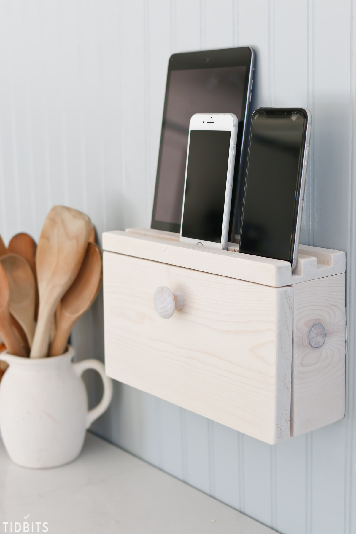 DIY Phone Charger Stand with Hidden Cables | 15 Stylish DIY Projects for Organizing Your Home #organizing #diy #diyhome #clutterbustingtips