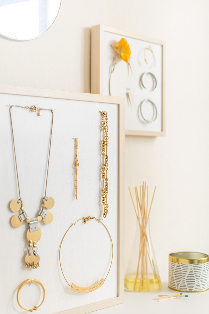 DIY Jewelry Stand | 15 Stylish DIY Projects for Organizing Your Home #organizing #diy #diyhome #clutterbustingtips