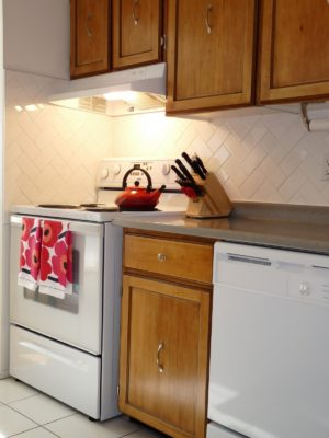 HOW TO RE-VARNISH CABINET FRONTS