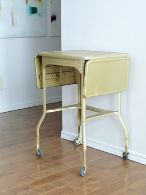 PAINTED VINTAGE TYPEWRITER TABLE MAKEOVER