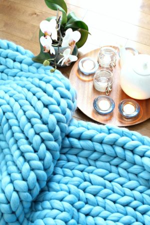 EASY ARM KNIT BLANKET TUTORIAL