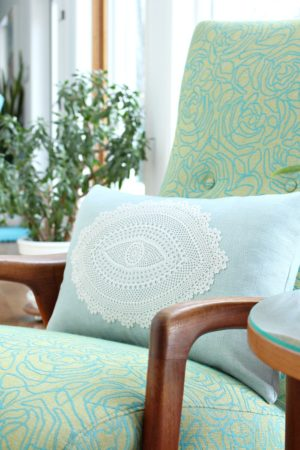 DIY DOILY THROW PILLOW