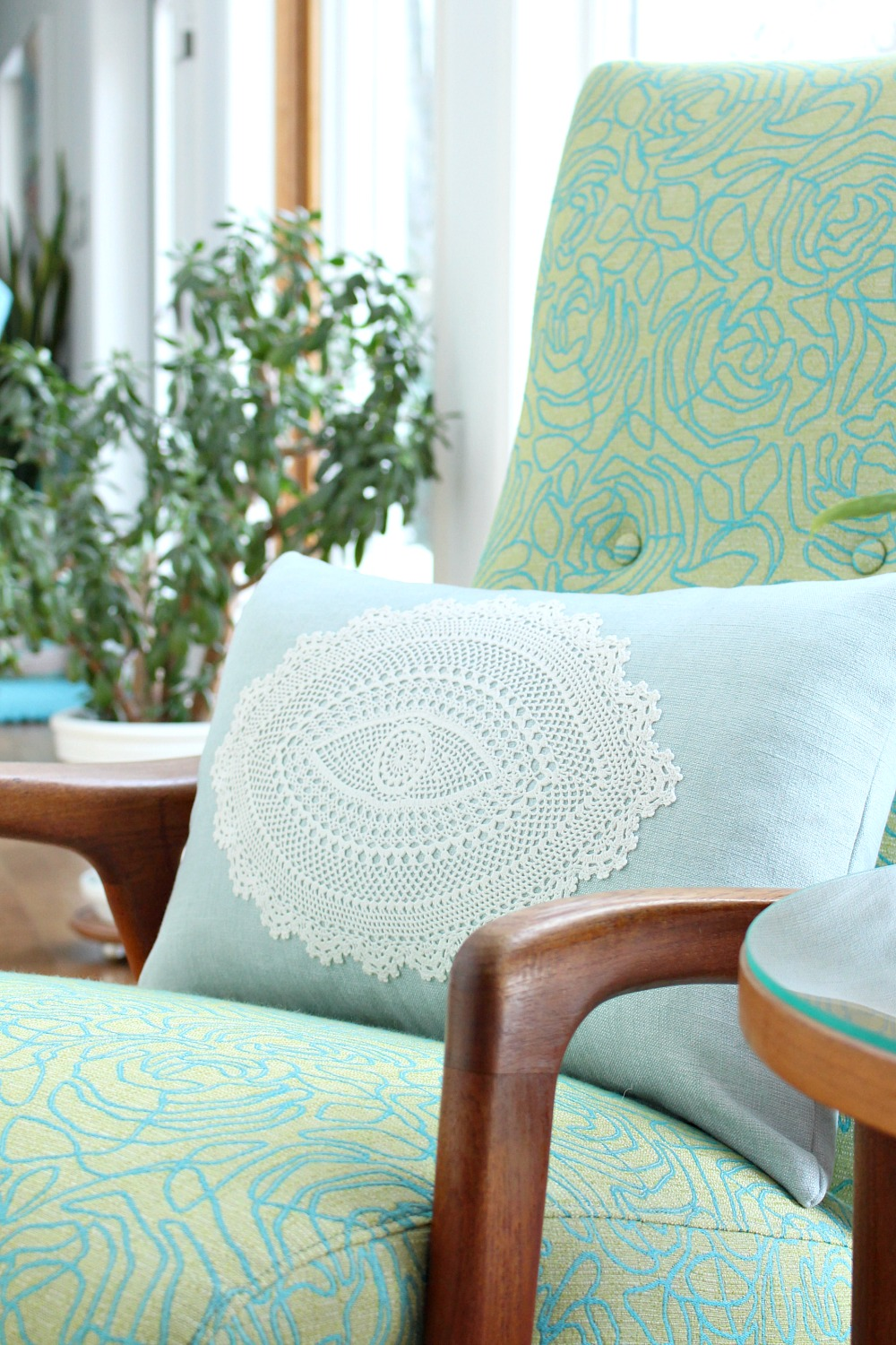 DIY Doily Pillow | 15 Beautiful Handmade Mother's Day Gift Ideas
