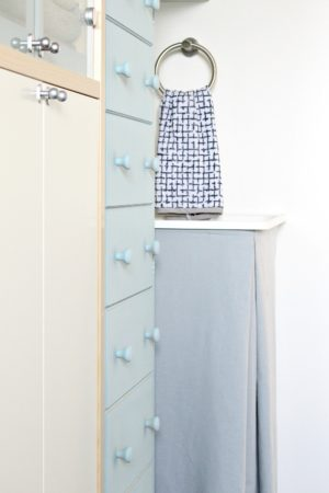 HOW TO SEW A VELCRO LAUNDRY TUB SKIRT