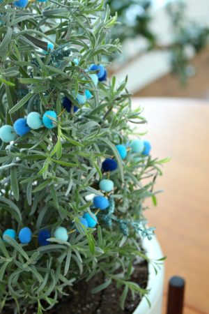 MINI POM POM GARLAND DIY FOR HOUSE PLANTS