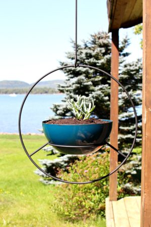 RETRO HOOP PLANTER MAKEOVERS