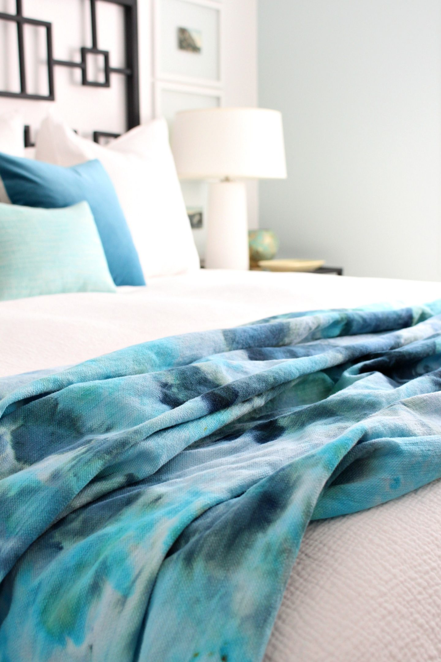Beachy DIY Ice Dye Throw Blanket | How to Ice Dye