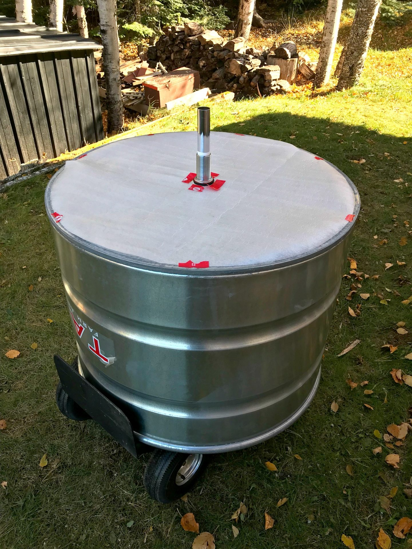 Learn How to Make a DIY Stock Tank Shower Using a Stock Tank from Tarter USA #stocktank #diy #bunkie #bunkiebathroom #diyhomedecor