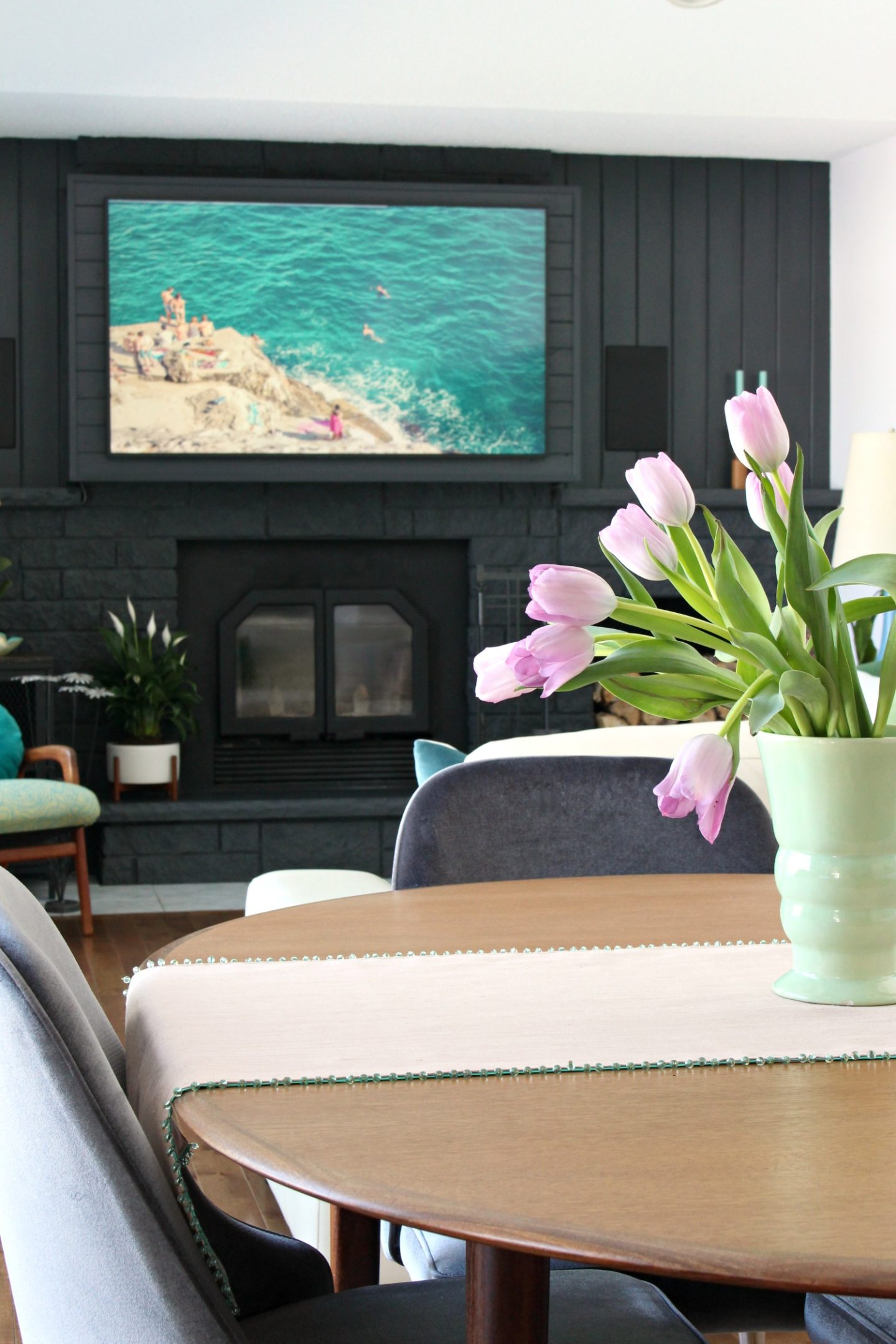 Simple Lake House Spring Home Tour with Vintage Meets Modern Coastal Style #springhometour #springdecor #hometour #lakehouse #moderncoastal