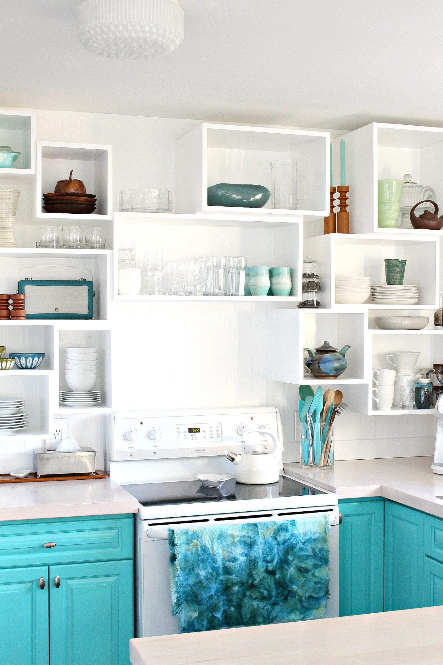 How to Build Wall Cubbies | Fresh Take on Kitchen Open Shelving #colorfulkitchen #turquoise #vintagestyle #vintagedecor