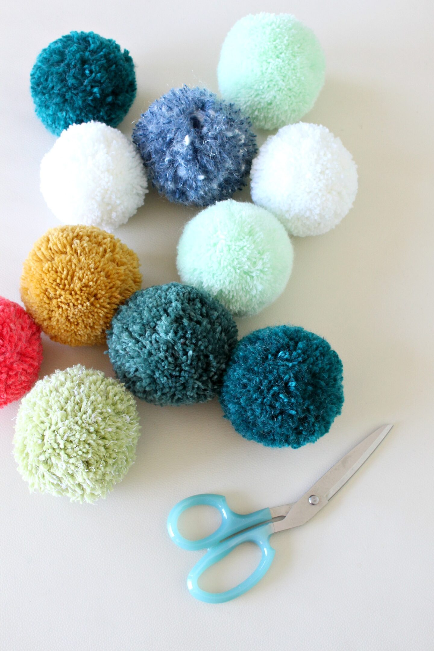 How to Make Larger Pom Poms