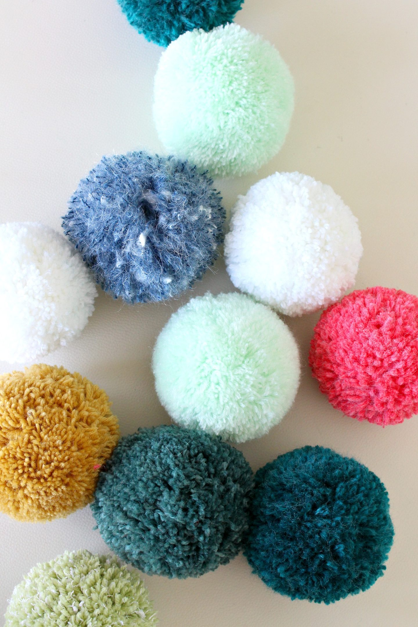 Learn How to Make a Pom Pom