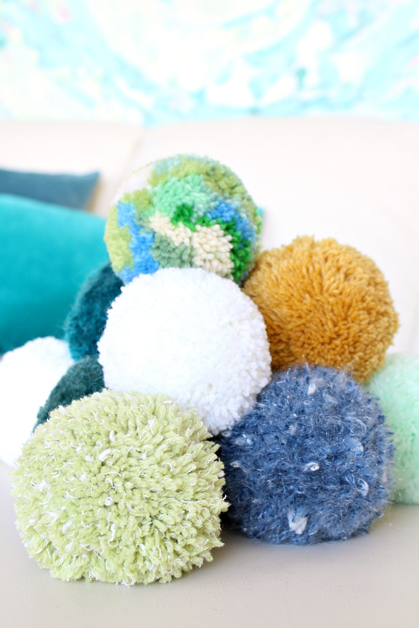 DIY Pom Poms | How to Make Giant Pom Poms + How to Make Dense Pom Poms