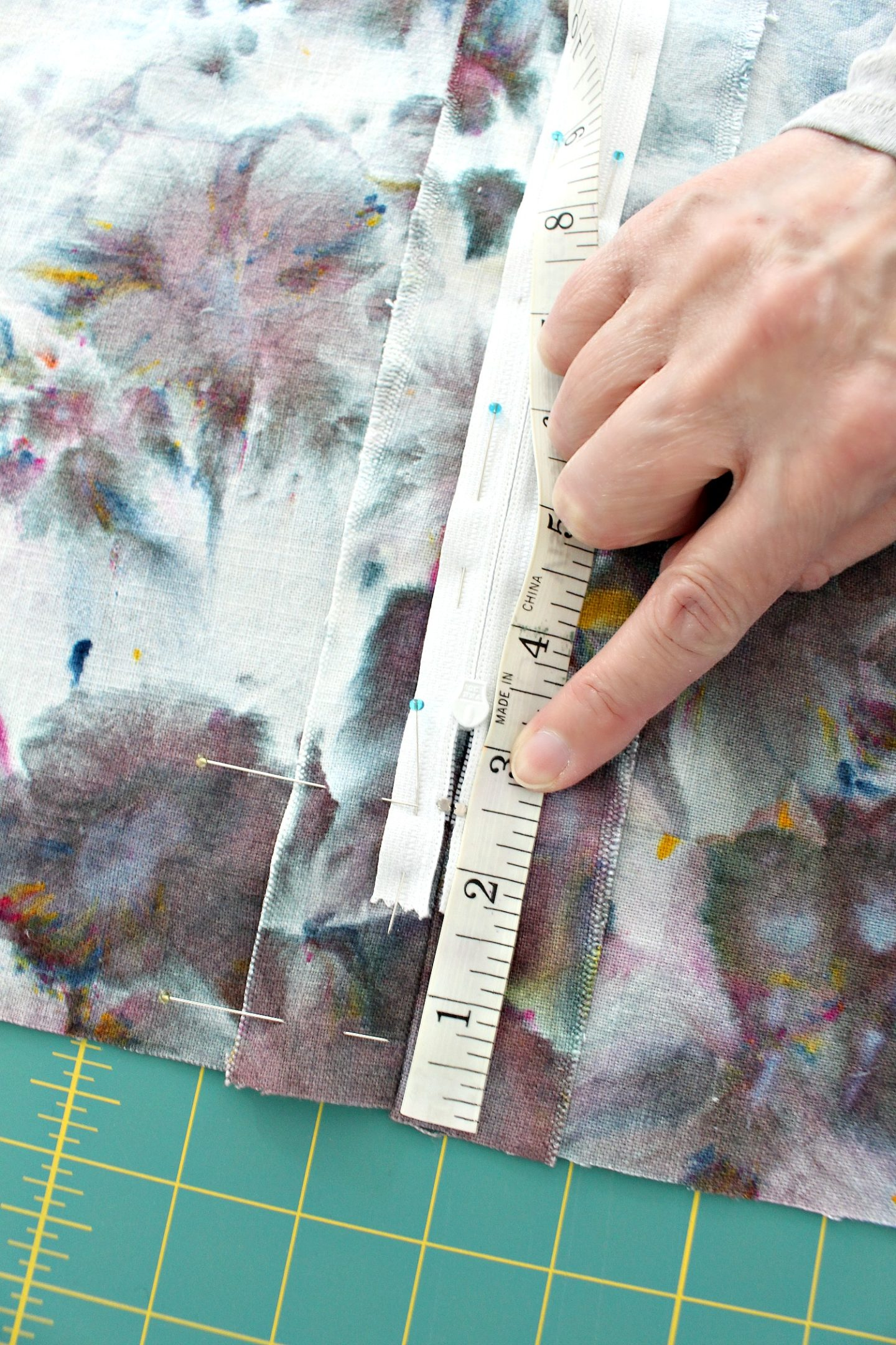 how to sew a zippered pillow