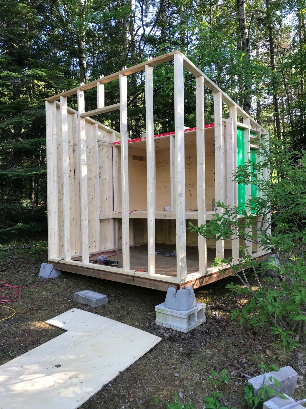 Modern Diy Chicken Coop Chicken Coop And Run Built On A Hill Dans Le Lakehouse
