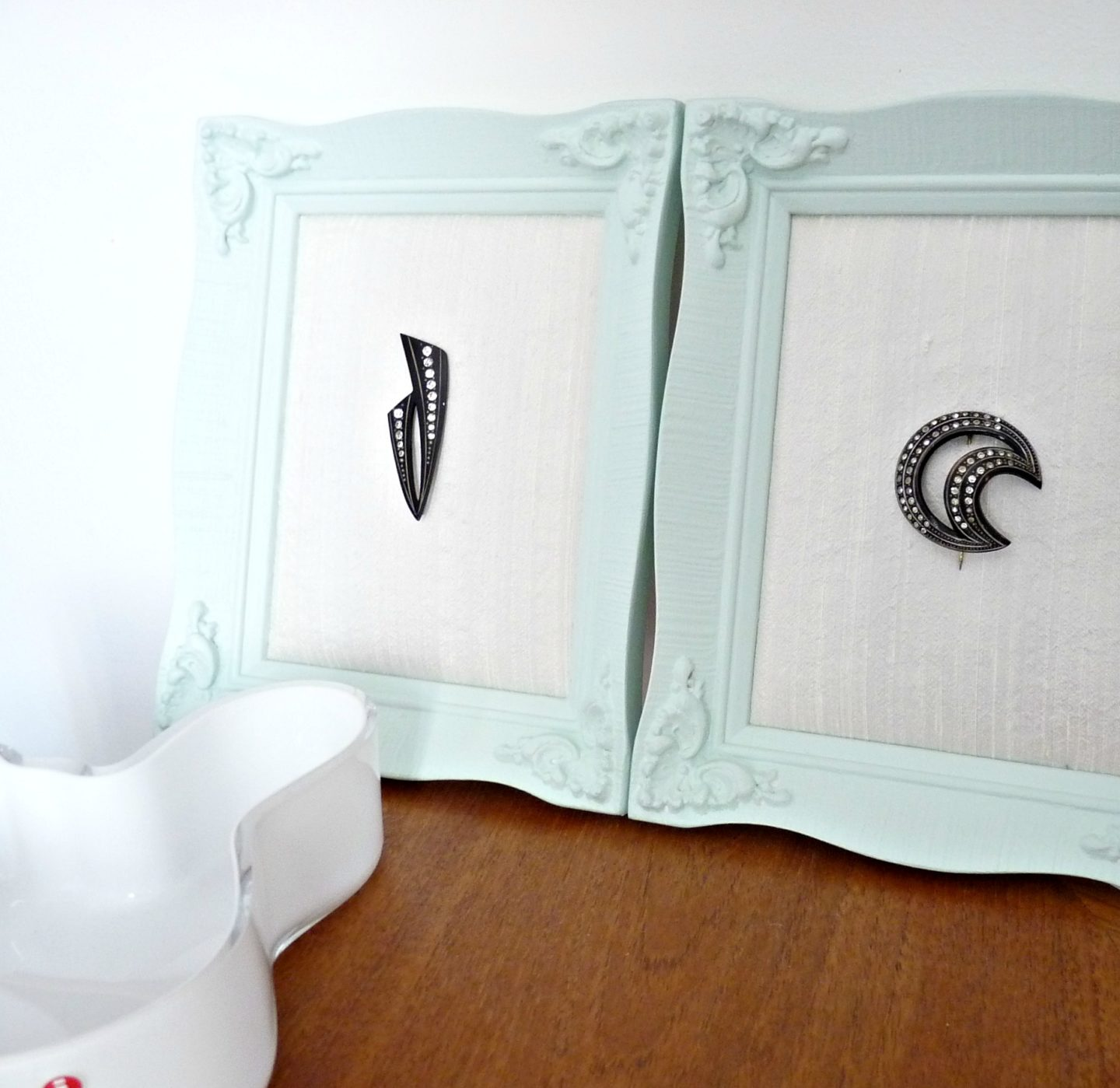 vintage framed brooches