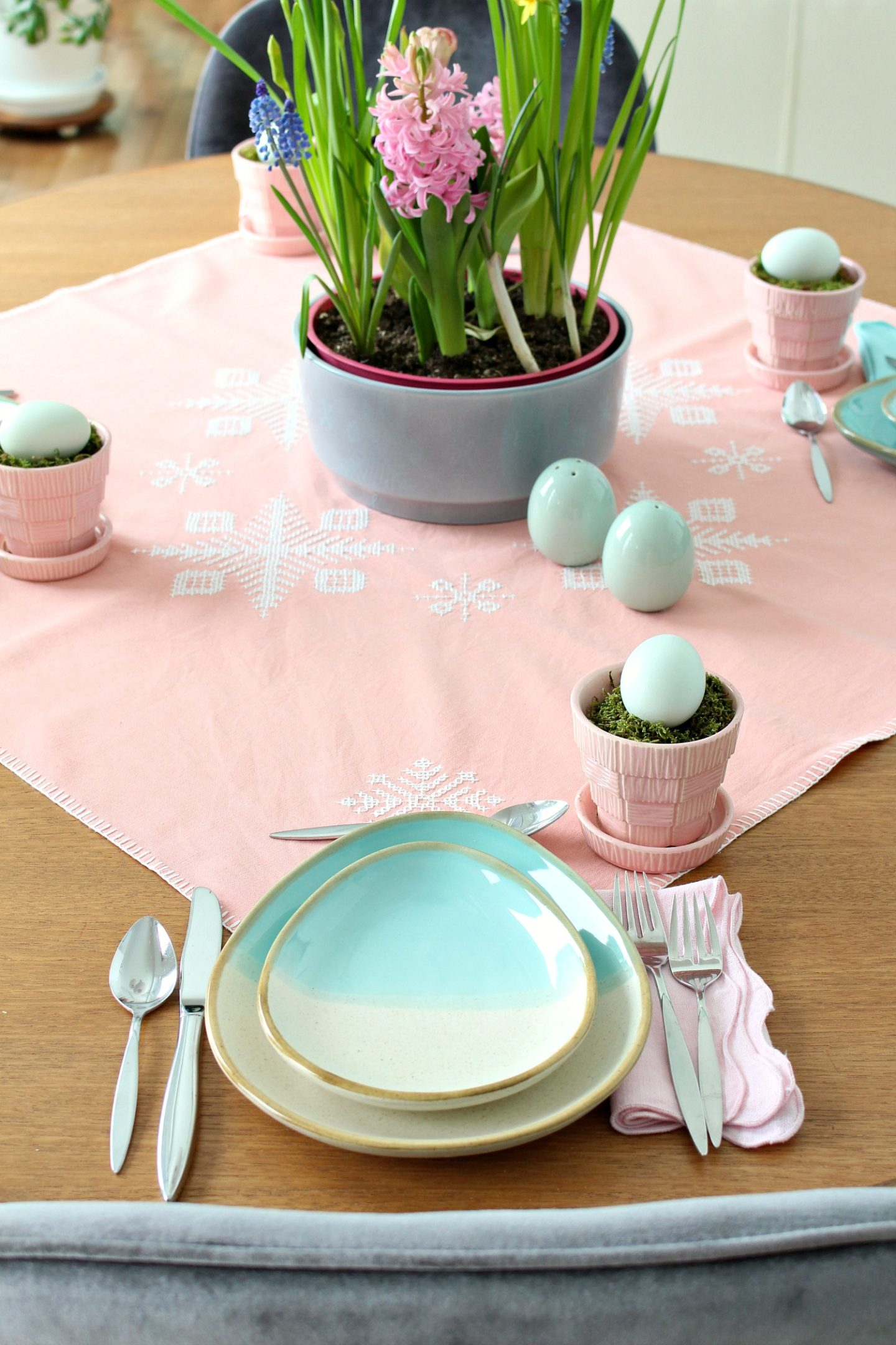 turquoise egg shaped plates
