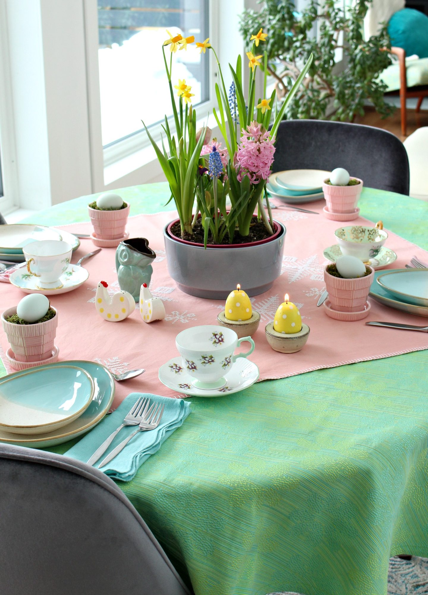 lime green table cloth with pink and aqua decor