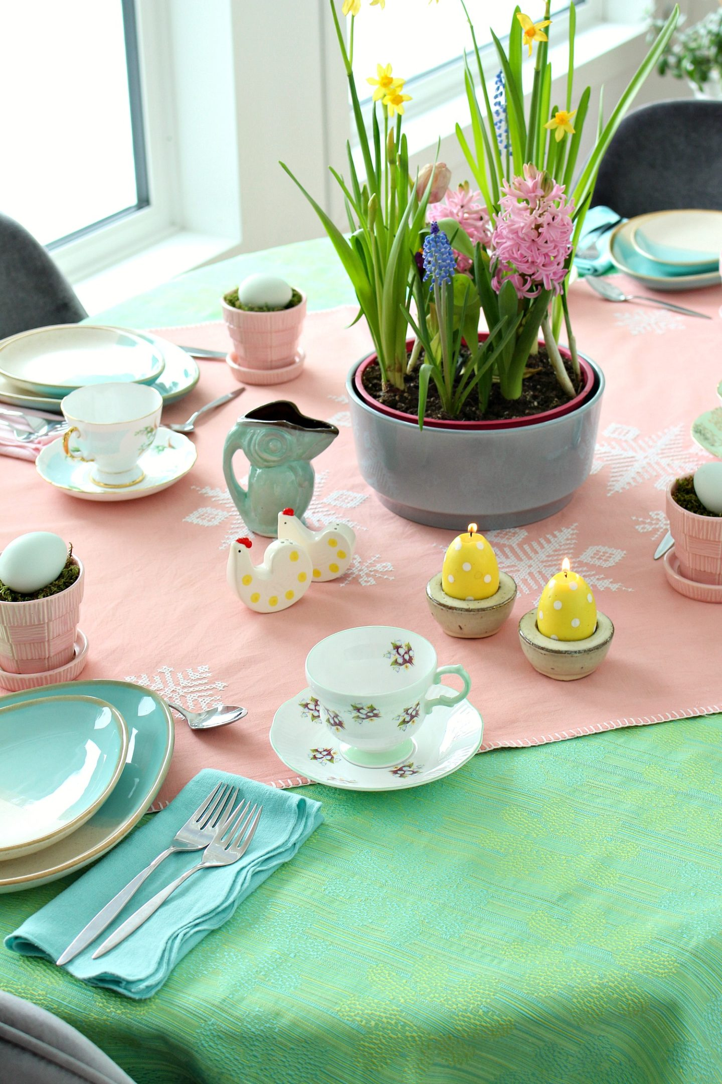eclectic spring table decor