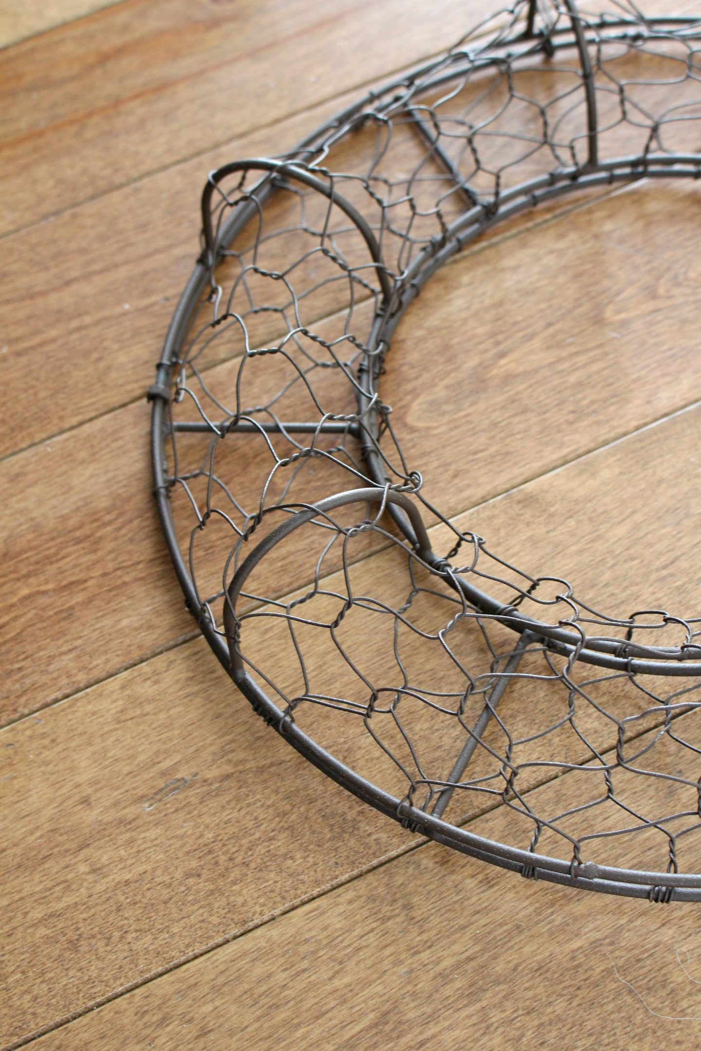 Chicken Wire Wreath Fillable