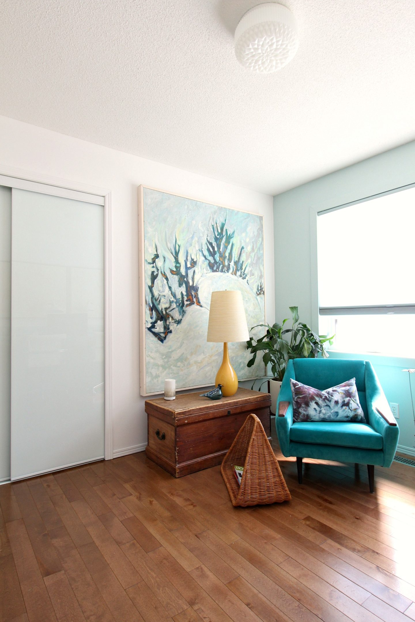 Mid-Century Meets Beachy Home Decor