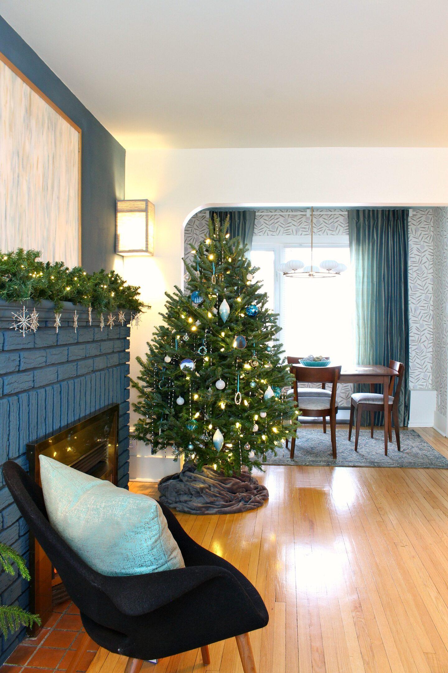 Teal and White Christmas Tree Theme