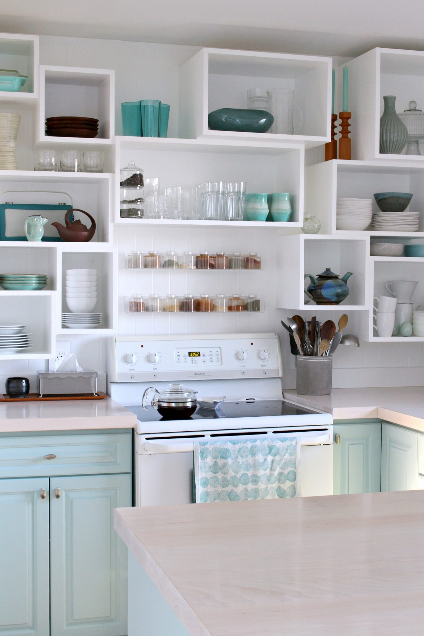How to Paint Cabinets: Sherwin Williams Emerald Trim Enamel Review