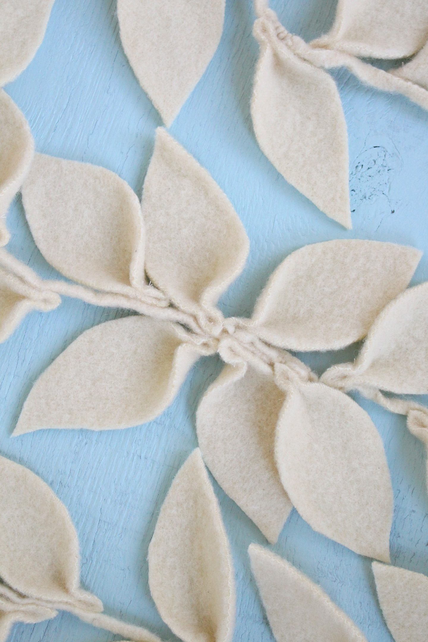 Felt leaf garland tutorial
