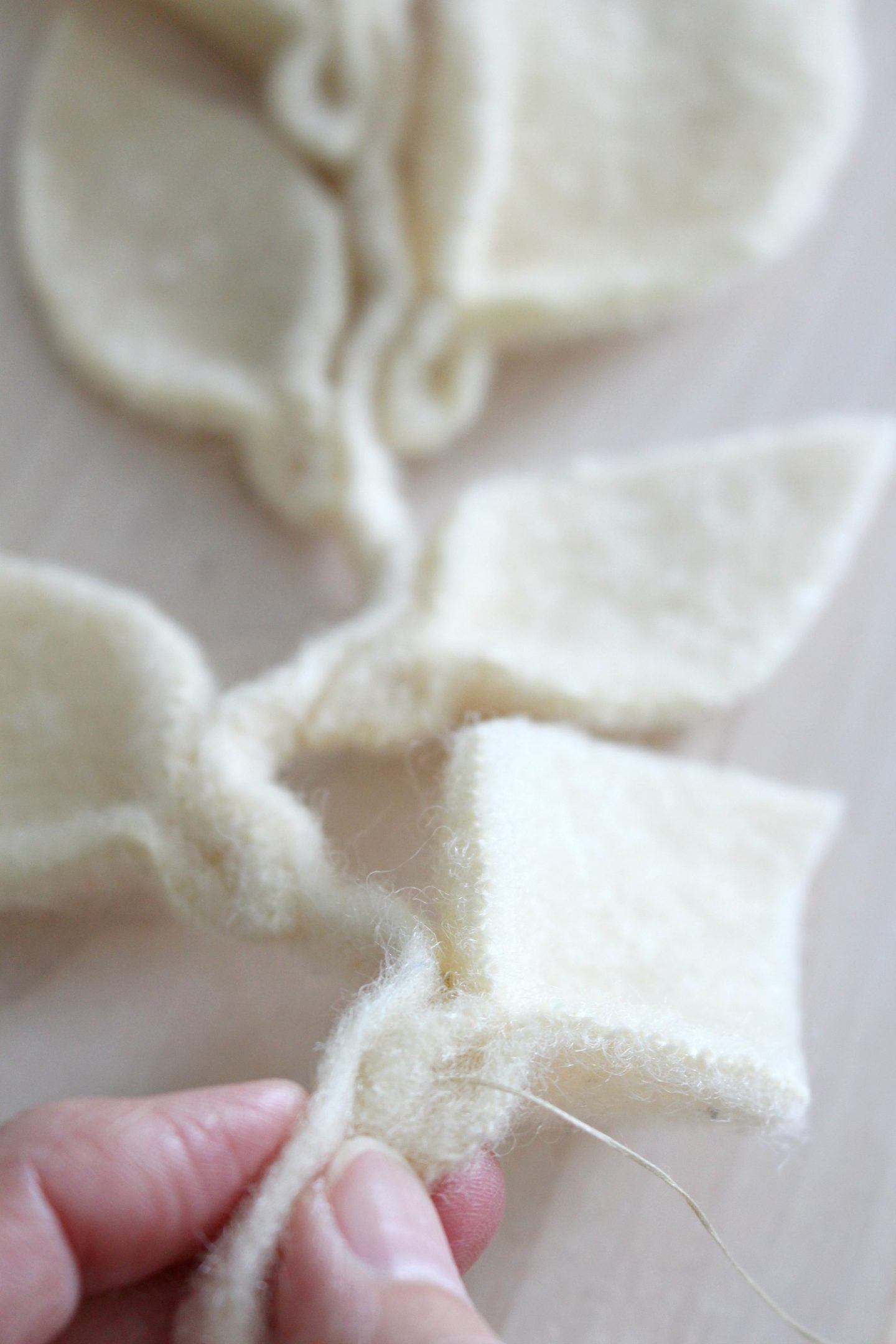 DIY wool leaf garland tutorial