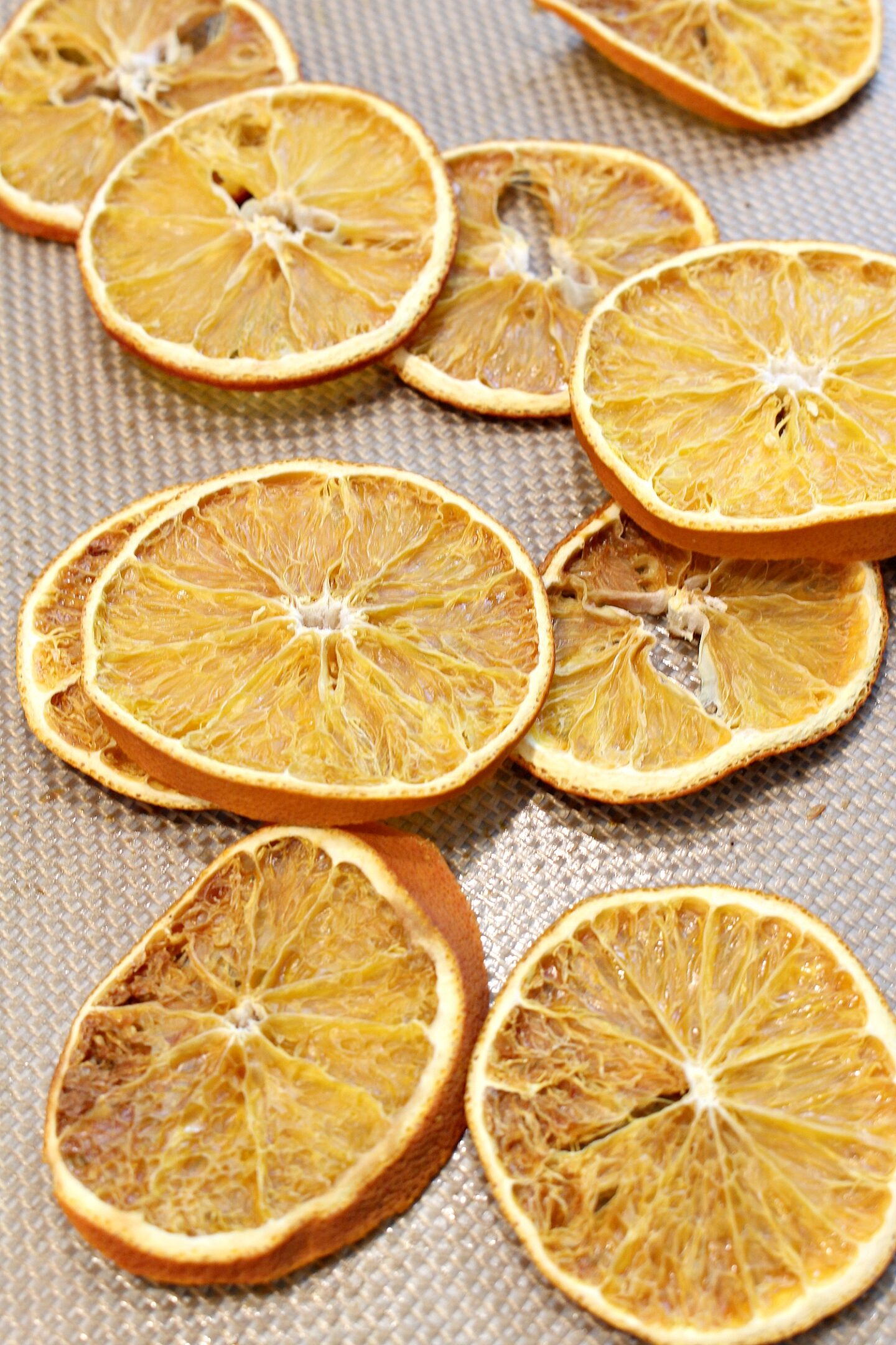 How to Dry Orange Slices for Crafts