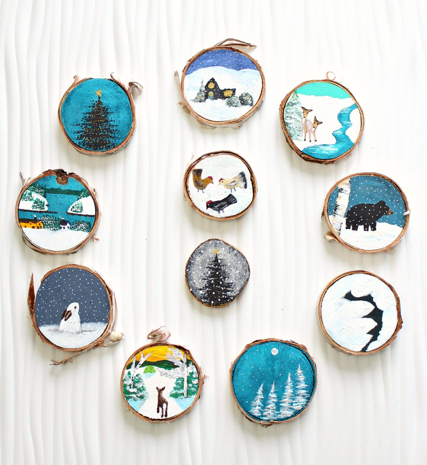 Ornements d'arbre de Noël sur le thème de la forêt